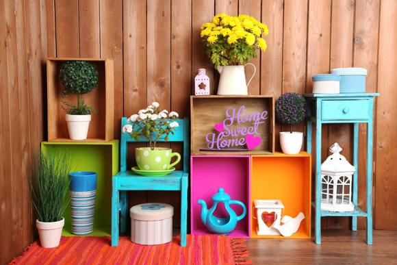 Caixotes, móveis, objetos decorativos e plantas transformaram este espaço (Foto: Shutterstock)