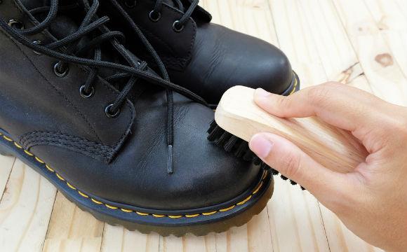 Limpa vidros para deixar os sapatos brilhando (Foto: Shutterstock)