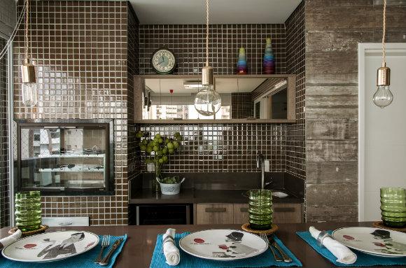 Projeto da arquiteta trabalha revestimento alidao com outros materiais de mesmo tom Foto: Romulo Fialdini)