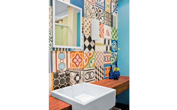 Espelhos quadrados são mais tradicionais e dão a sensação de organização (foto: Divulgação/ Desire to Inspire)