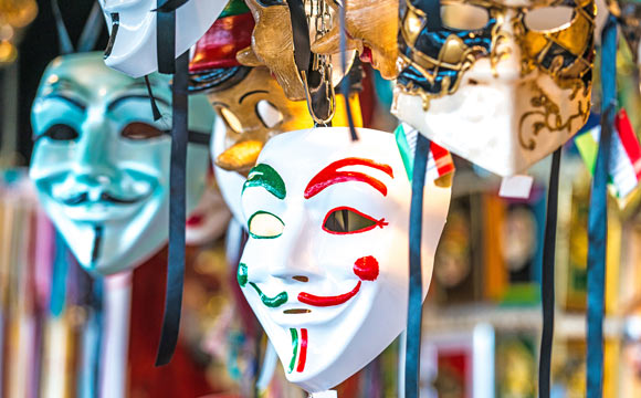 As máscaras podem dar o toque carnavalesco na decoração (Foto: Reprodução/Shutterstock)