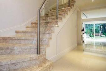 escada sótão